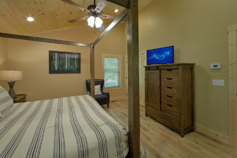 Large Master Suite 2 Bedroom Cabin - Pleasant View