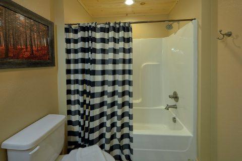 Master Bath 2 Bedroom Cabin Sleeps 6 - Pleasant View