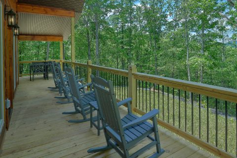 2 Bedroom Cabin with Covered Porch and Rockers - Pleasant View
