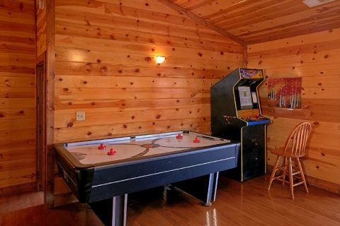 Cabin with Air Hockey Game and Video Arcade - Pool and a View Lodge