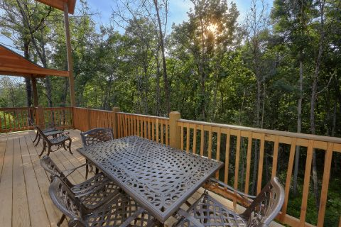 Outdoor Eating On Loarge Deck Space - Pool N Around