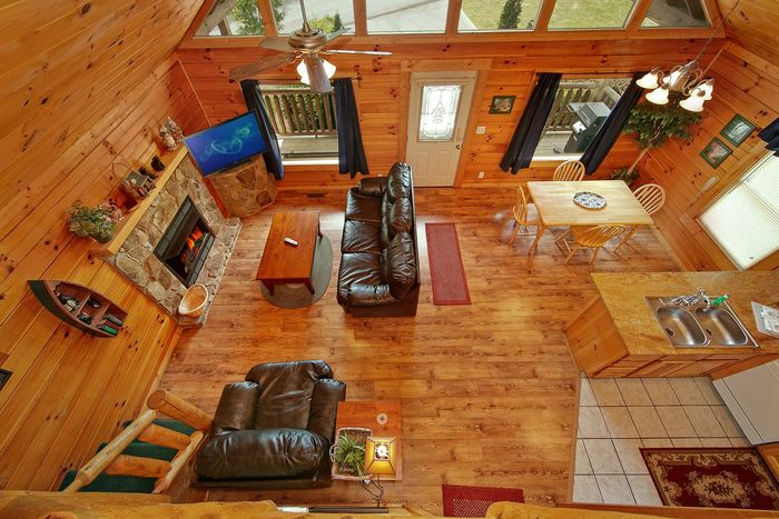 2 Bedroom cabin with fireplace in living room - Poolside Cabin