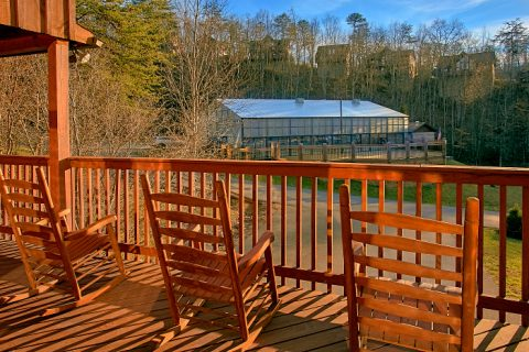 6 Bedroom Cabin with Lots of Deck Space - Poolside Lodge 2