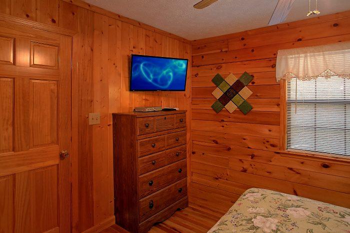 Luxurious 6 Bedroom Cabin Sleeps 16 - Poolside Lodge 2