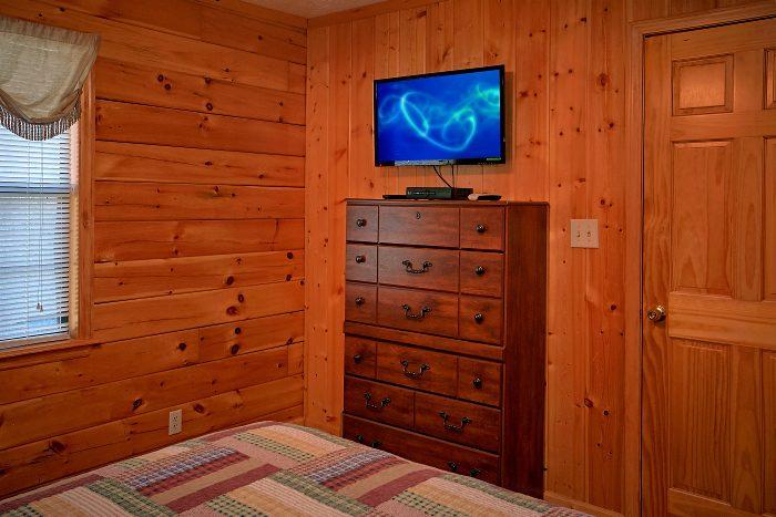 6 Bedroom Cabin Sleeps 16 in Pigeon Forge - Poolside Lodge 2