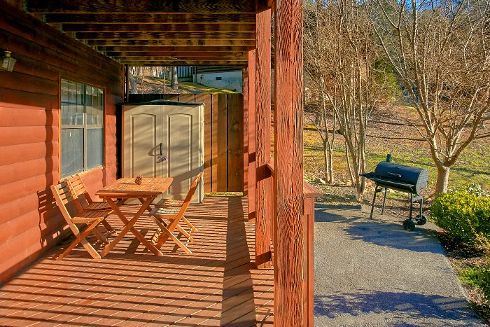 6 Bedroom Cabin Sleeps 16 with Rocking Chairs - Poolside Lodge 2