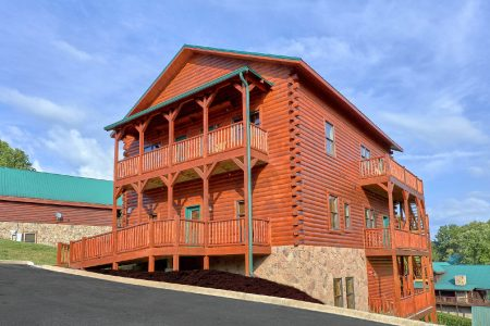 On the Creek: 7 Bedroom Sevierville Cabin Rental