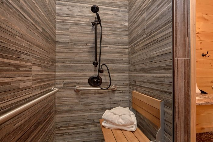 Luxury Cabin with handicap accessible bathroom - Poolside Lodge