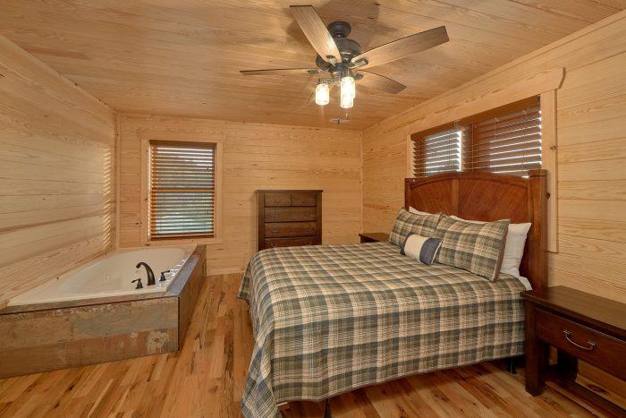 7 Bedroom cabin with Queen bedroom and Jacuzzi - Poolside Lodge