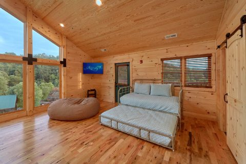 7 bedroom cabin with loft, trundle bed and TV - Poolside Lodge