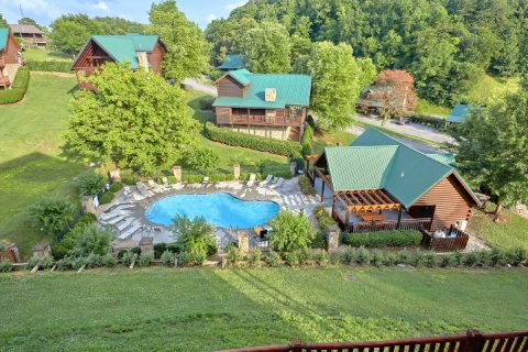 7 Bedroom cabin with Resort Pool and Playground - Poolside Lodge