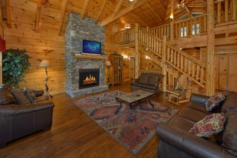 Luxurious 6 Bedroom 5.5 Bath Cabin Sleeps 26 - Quiet Oak