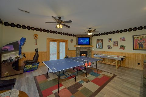 Game Room with Ping Pong Table 6 Bedroom Cabin - Quiet Oak