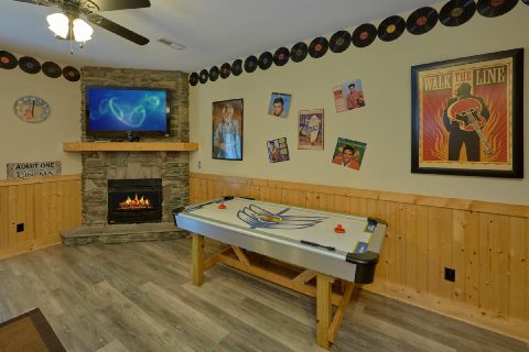 6 Bedroom Cabin Game Room with Air Hockey - Quiet Oak