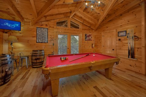 Pool Table Game Area 6 Bedroom Cabin - Quiet Oak