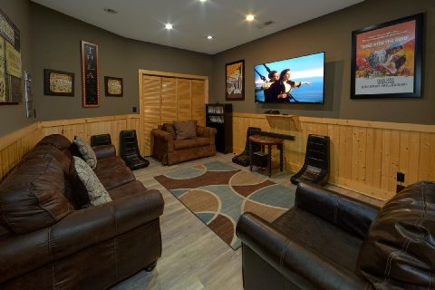 Theater Room 6 Bedroom Cabin Sleeps 26 - Quiet Oak