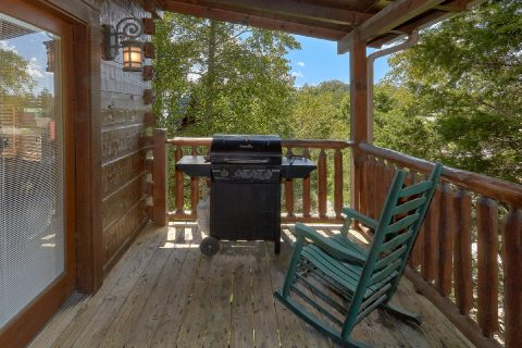 Rocking Chairs adn Gas Grill 6 Bedroom Cabin - Quiet Oak