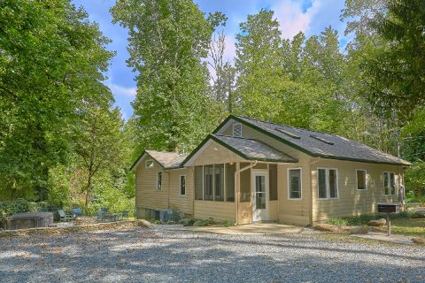 3 Bedroom Cabin Close to Downtown Gatlinburg - Quiet Time
