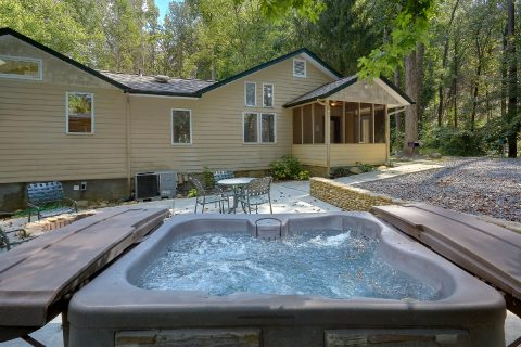 3 Bedroom in Gatlinburg with Large Hot Tub - Quiet Time