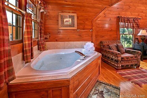 Jetted Jacuzzi Tub in Upstairs King Suite - Beckham's Bungalow