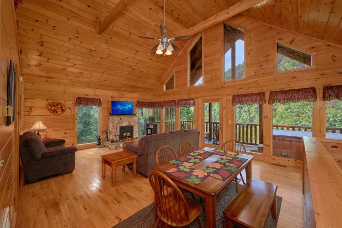 Spacious 2 Bedroom Cabin with Fireplace - Radiant Ridge
