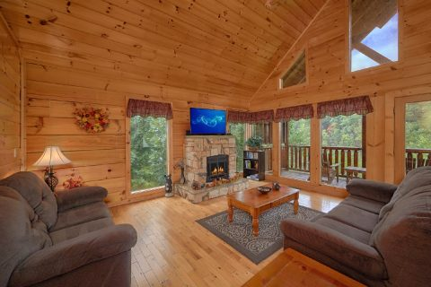 2 Bedroom Cabin with a Fireplace and WIFI - Radiant Ridge