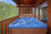 Cabin with Private hot Tub and Resort Swimming