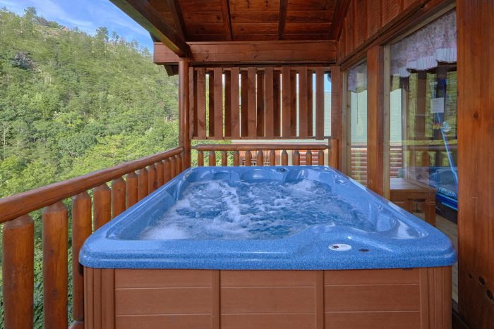Cabin with Private hot Tub and Resort Swimming - Radiant Ridge