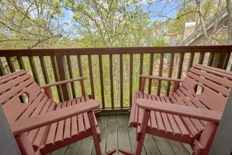 2 Bedroom Cabin with Deck and Hot Tub - Rays Inn