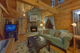 Cozy 1 Bedroom Honeymoon Cabin Sleeps 2
