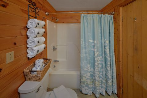 1 Bedroom 1.5 Bath Cabin Sleeps 2 - Restin Easy