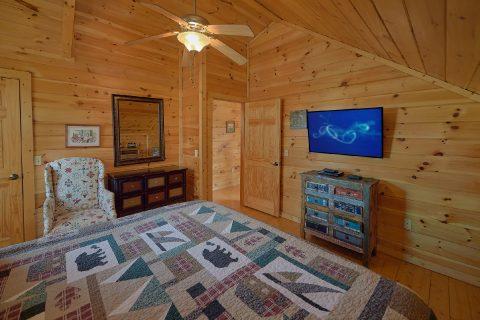 King Bedroom with Flatscreen TV - Rippling River