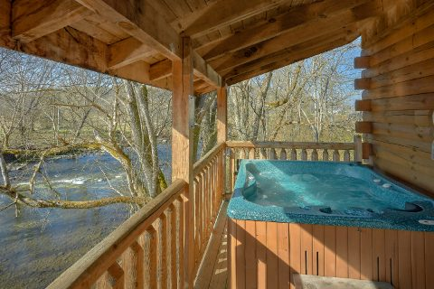 Spacious 2 Bedroom Cabin with Hot Tub on River - Rippling River