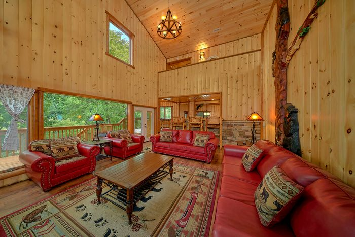 6 Bedroom Cabin Sleeps 20 with Up Dated Kitchen - River Adventure Lodge