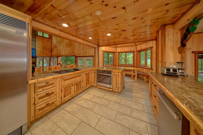 6 Bedroom Cabin Sleeps 20 with Dining Room - River Adventure Lodge