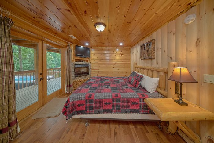 6 Bedroom Cabin with Main Floor King Bed - River Adventure Lodge