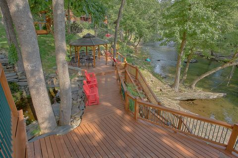 6 Bedroom Cabin Sleeps 20 with Fire Pit on River - River Adventure Lodge