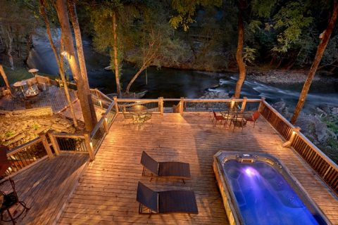 6 Bedroom Cabin with Swim Spa Sleeps 20 - River Adventure Lodge