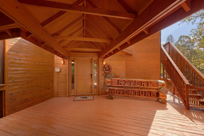 6 Bedroom Cabin Sleeps 20 with Play Ground - River Adventure Lodge