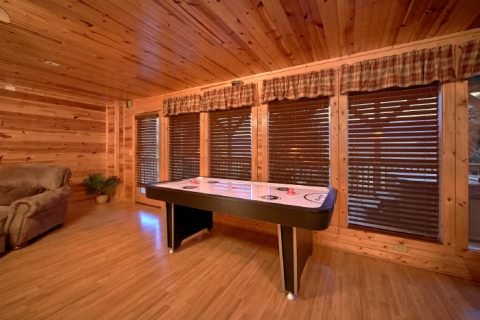 Luxury 3 Bedroom cabin with Air Hockey Game - River Breeze