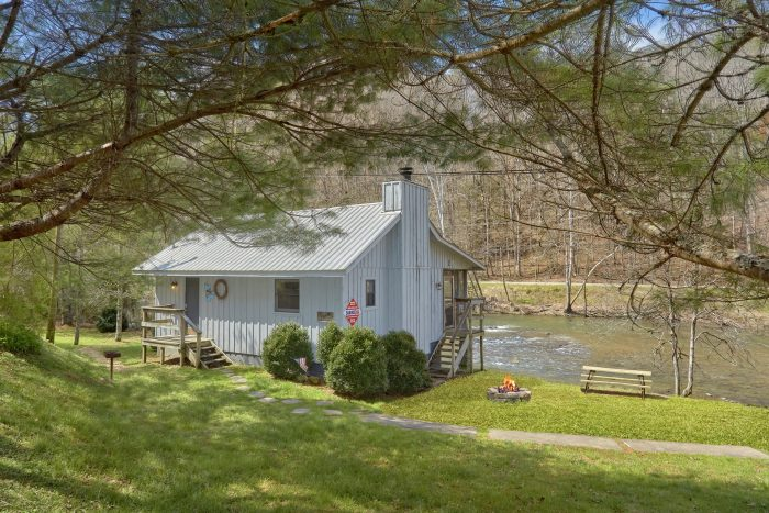 Romantic 1 Bedroom Cabin On A River Smoky Mountains