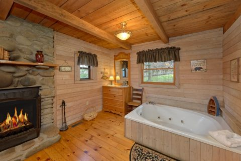 1 Bedroom Cabin with Wood Fireplace and Jacuzzi - River Cabin