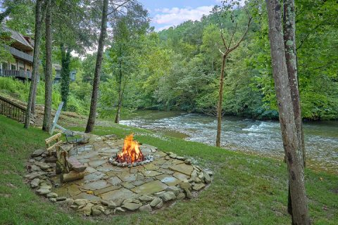Luxurious cabin on the river with fire pit - River Edge