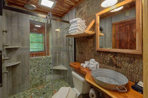 2 bedroom cabin with Private Master Bath - River Edge