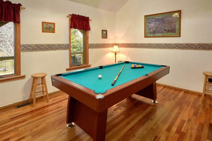 2 Bedroom Cabin on the River with Pool Table - River House