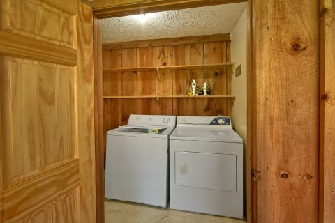 2 Bedroom Cabin with Full Size Washer and Dryer - River House