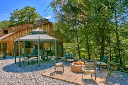 Rocky Top Lodge: 7 Bedroom Sevierville Cabin Rental
