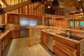 6 Bedroom Cabin with Spacious, Modern Kitchen