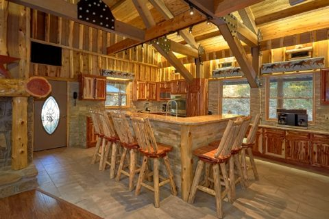 Luxury Cabin with Bar Seating in kitchen - River Mist Lodge