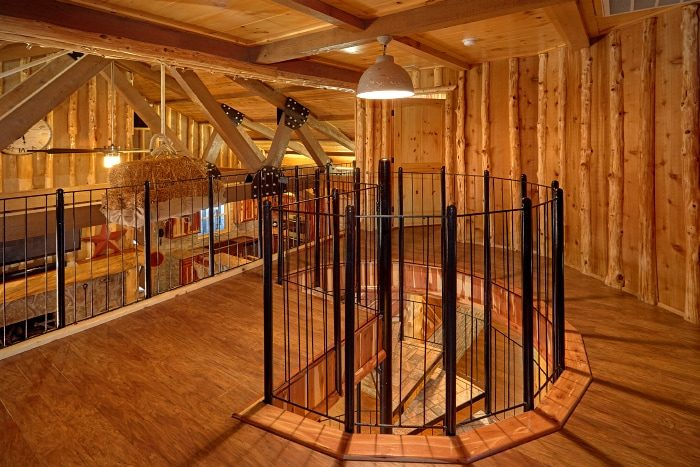 3 Story Cabin on the River with Spiral Staircase - River Mist Lodge